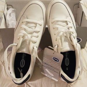 Ladies sneakers new in box